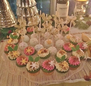 cupcakes&pops (2) (800x762).jpg